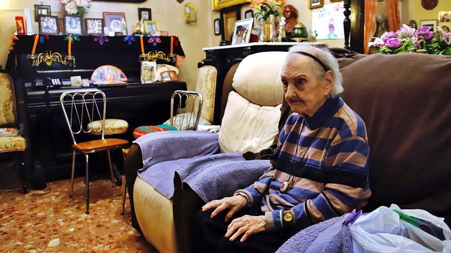 Luisa Cabello, de 106 años: una vida para la educación