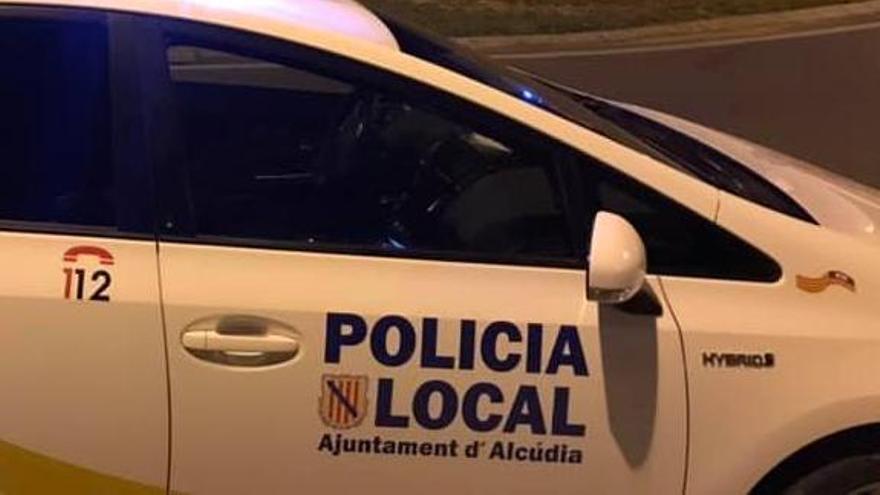 Interceptan a un conductor circulando ebrio en Alcúdia y se identifica con el carné de su jefe