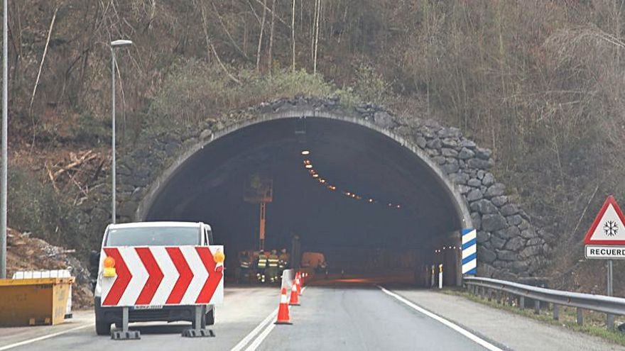 IU reclama acelerar la reapertura del túnel de Sotrondio para evitar desvíos