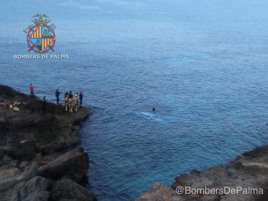 Cae al agua un conductor que circulaba a 200 por hora por el paseo peatonal de Son Verí Nou