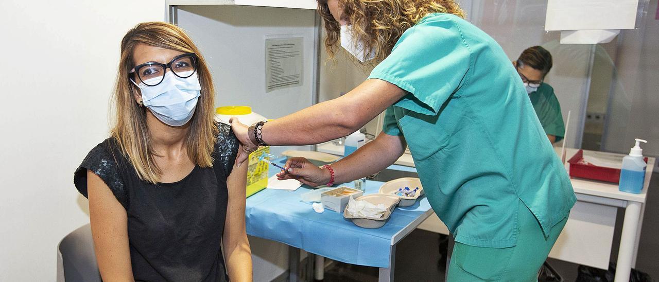Penélope Candela, trasplantada de riñón, ha sido una de las primeras personas en recibir la tercera dosis de la vacuna frente al coronavirus.  