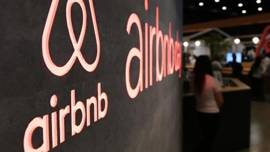Amfitrions d'Airbnb multats a Barcelona impulsen una demanda col·lectiva contra la plataforma