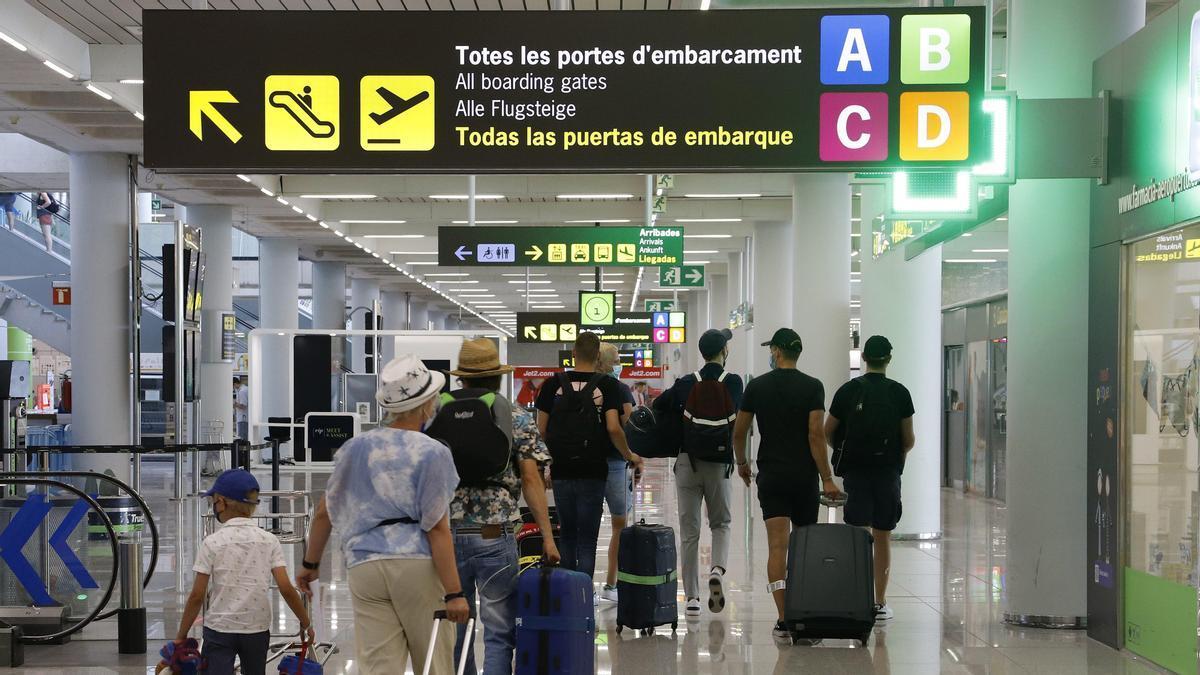 Viajeros en el Aeropuerto de Palma de Mallorca