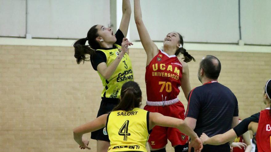 La mujer abre camino en el baloncesto
