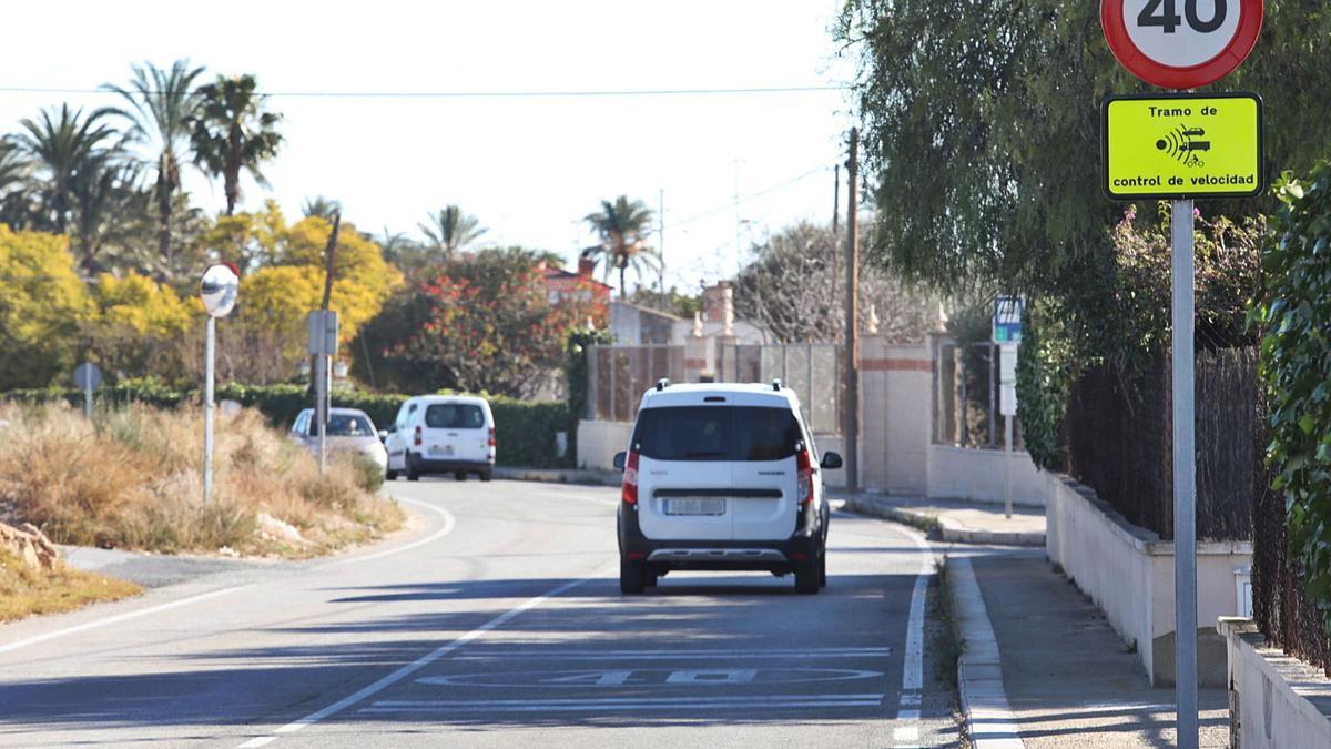 El Camino Viejo de Santa Pola, en un tramo por el que hay que circular a 40 kilómetros por hora.