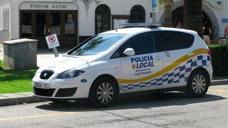Policías auxilian a un bebé en Santa Margalida