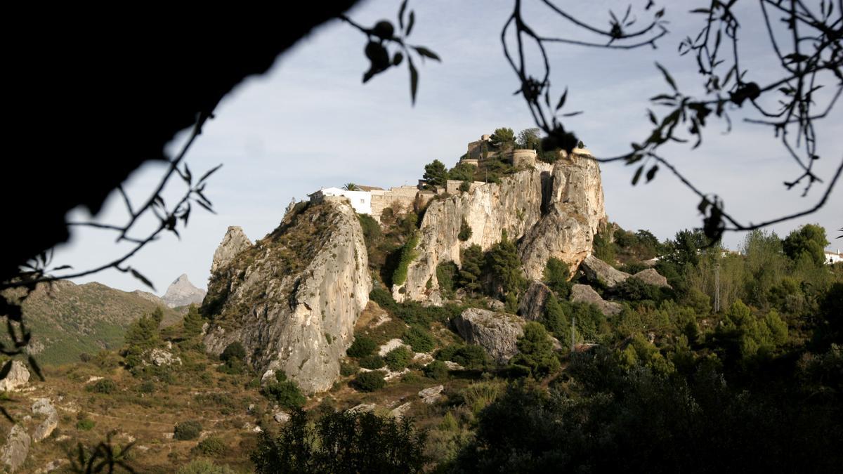 Ofrece enclaves privilegiados para disfrutar del paisaje y de una experiencia cultural única.