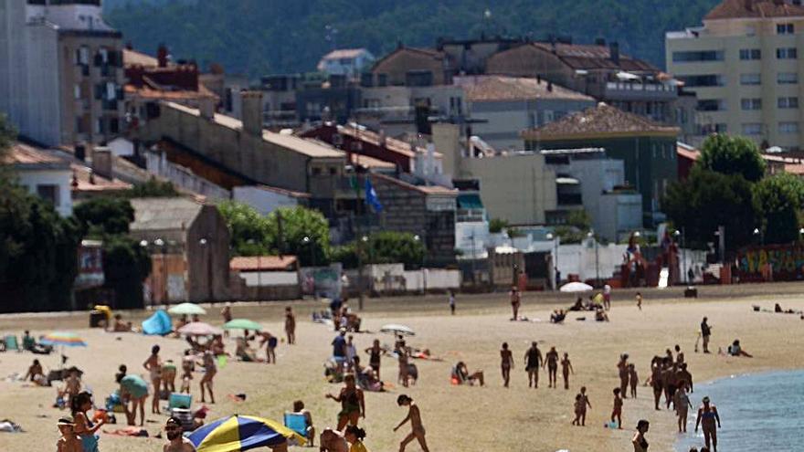 La playa Compostela, la primera de Vilagarcía libre de tabaco