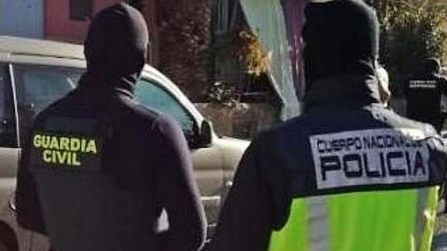 Cinco detenidos por blanquear dinero que obtenían al dar de alta falsos trabajadores en Vélez