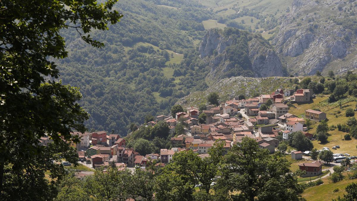 Sotres, un pueblo abrazado por las montañas