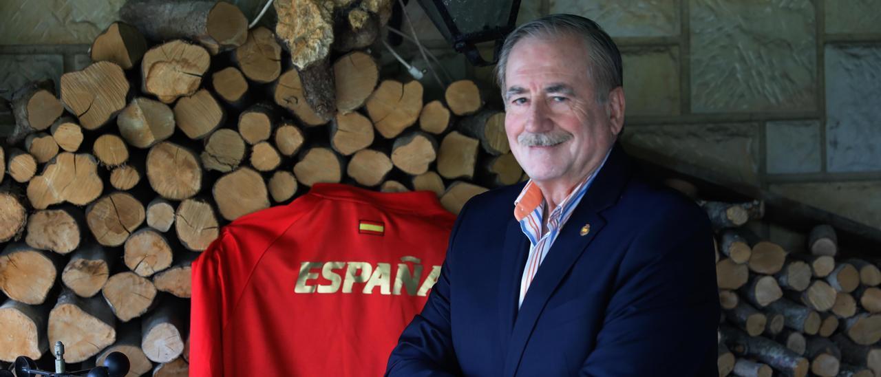 Miguel Francés, en su domicilio de Gijón