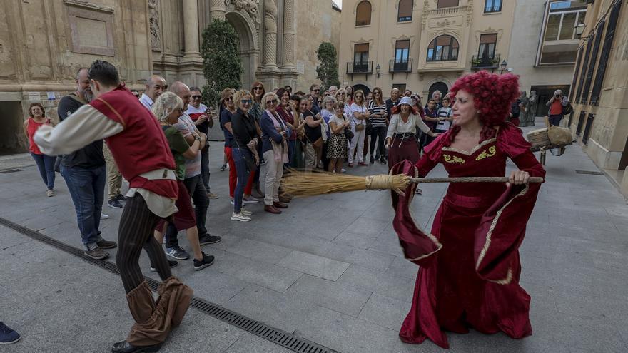 ¿Por qué hay dos carteles del Festival Medieval de Elche?