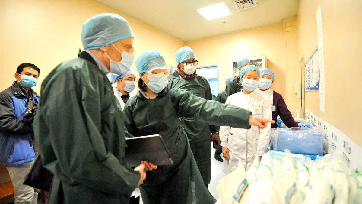Investigadores de la OMS en su visita a Wuhan.