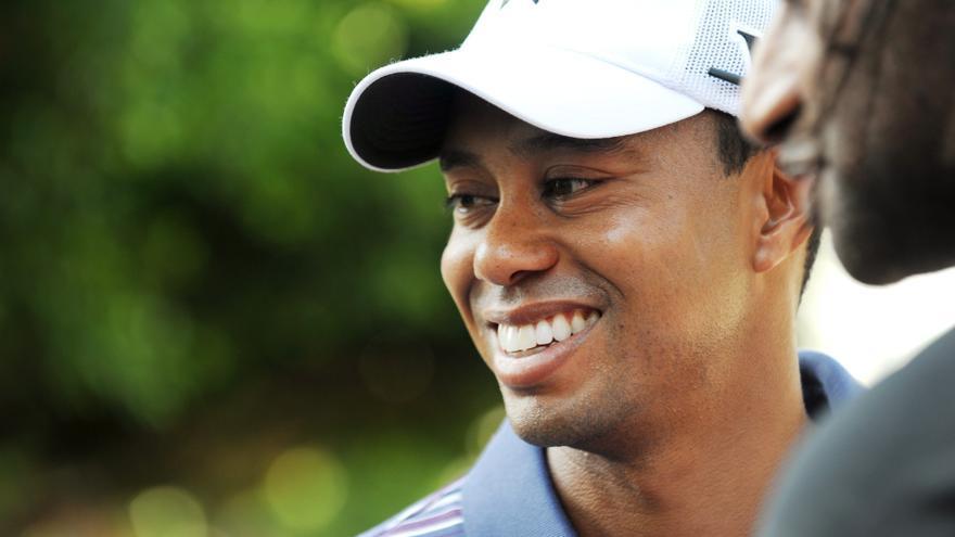 Tiger Woods publica su primera imagen, con muletas y escayola, tras su grave accidente