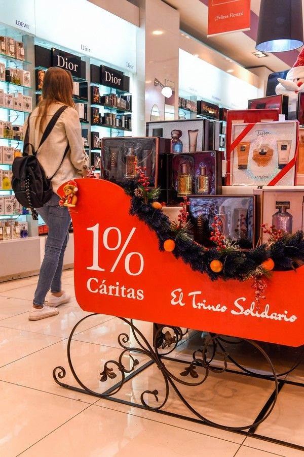 Comercios en la calle de Triana durante la campaña de Navidad y Reyes