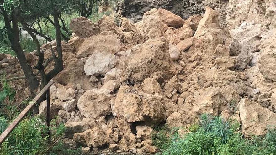 Veïns de Capellades denuncien tremolors a les cases, esquerdes i despreniments al Capelló