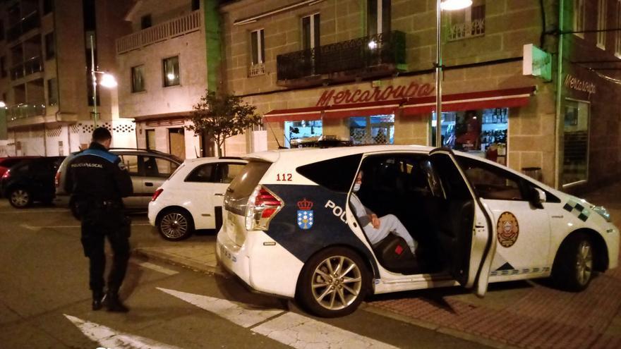 La Policía rescata a una anciana que deambulaba en pijama, de madrugada, por Moaña