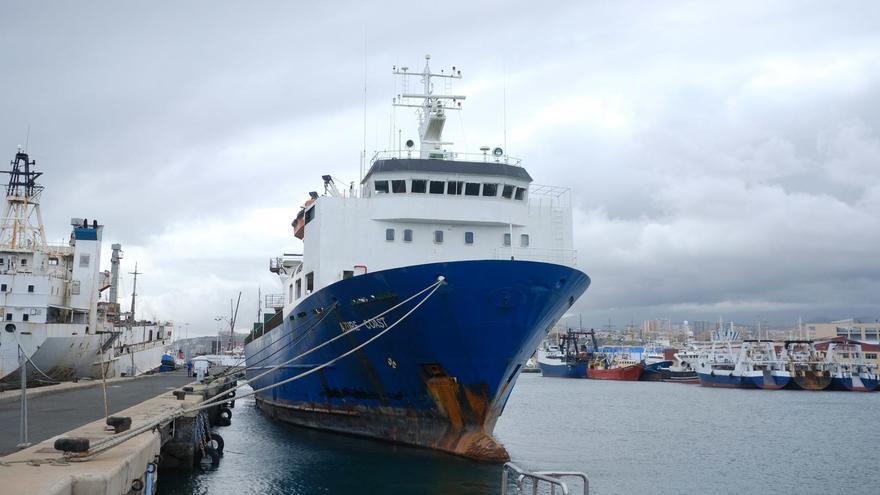El Azure Coast atracado en el Puerto de Las Palmas
