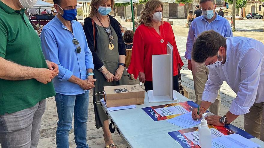 El PP recoge firmas en Toro contra los indultos a los políticos del 1-0