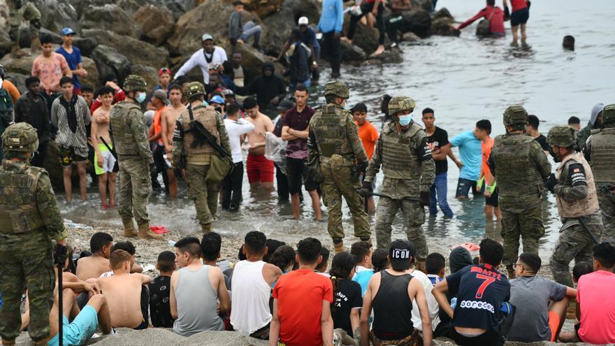 En directo | Continúan llegando migrantes a la costa de Ceuta