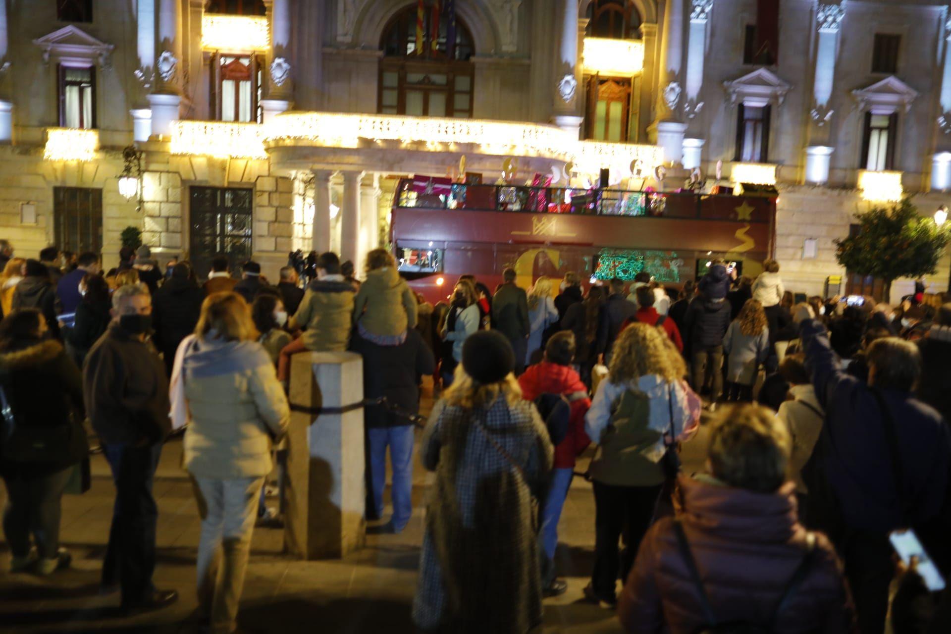 Aglomeración en la recepción de los Reyes Magos en València