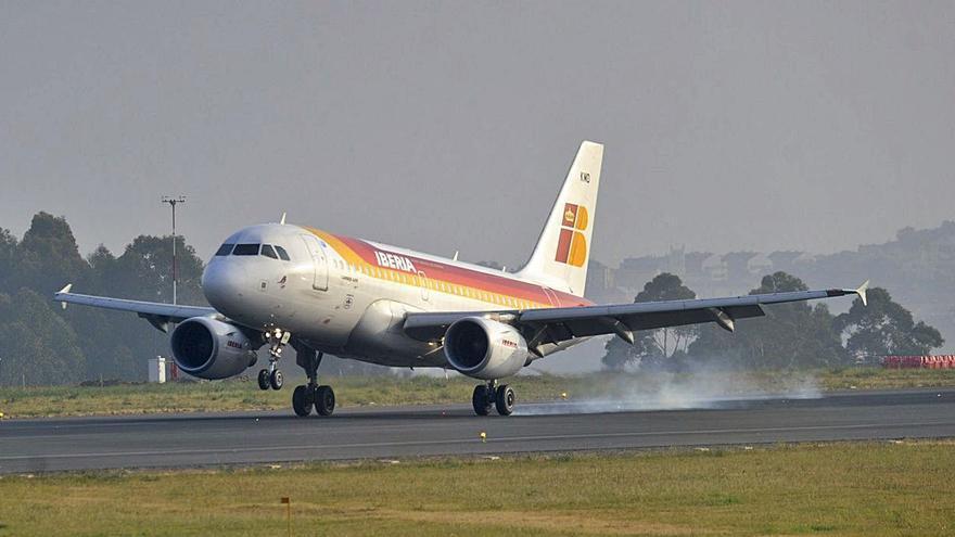 El aeropuerto de A Coruña recupera una cuarta parte de los pasajeros que perdió por el coronavirus