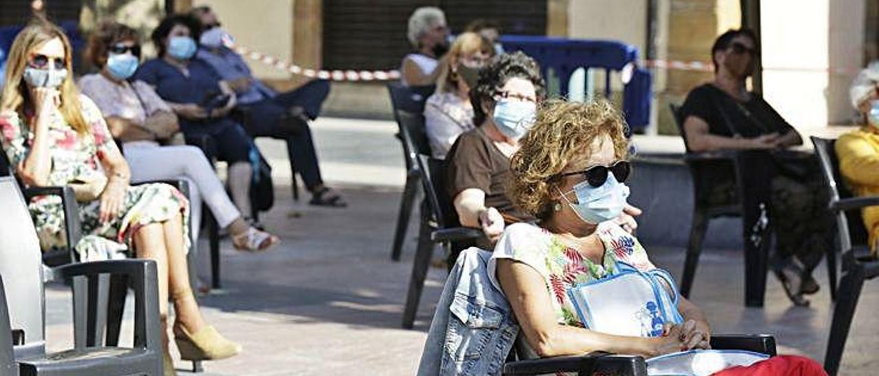 El público ayer en la plaza de Daoíz y Velarde.