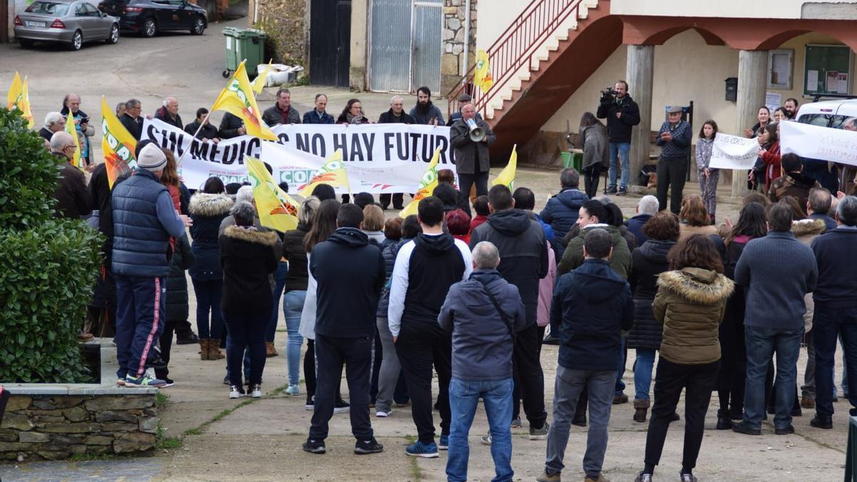 Una manifestación por la Sanidad en Aliste.