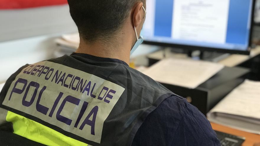La Policía Nacional ha detenido en La Vila a un joven por incitar a una menor a desnudarse en una conocida red social de internet