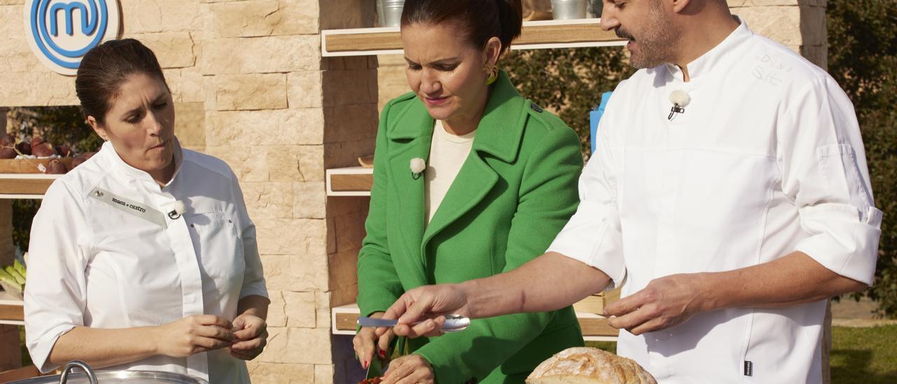 Maca de Castro, Samantha Vallejo-Nágera y Santi Taura hablan de las propiedades de la sobrasada de Mallorca en el programa.