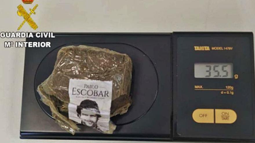 Detenido por traficar con droga empaquetada con una pegatina del 'narco' Pablo Escobar