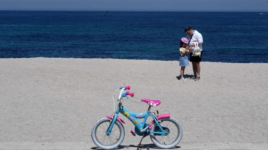 Desescalada A Coruña   El buen tiempo anima a familias y grupos de amigos a disfrutar al aire libre