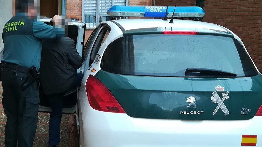 La Guardia Civil detiene a un hombre de 62 años que intentaba huir con un kilo de cocaína en Quiruelas