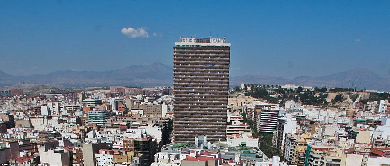 Imagen aérea de la zona Centro de la capital alicantina, en fotografía de archivo.