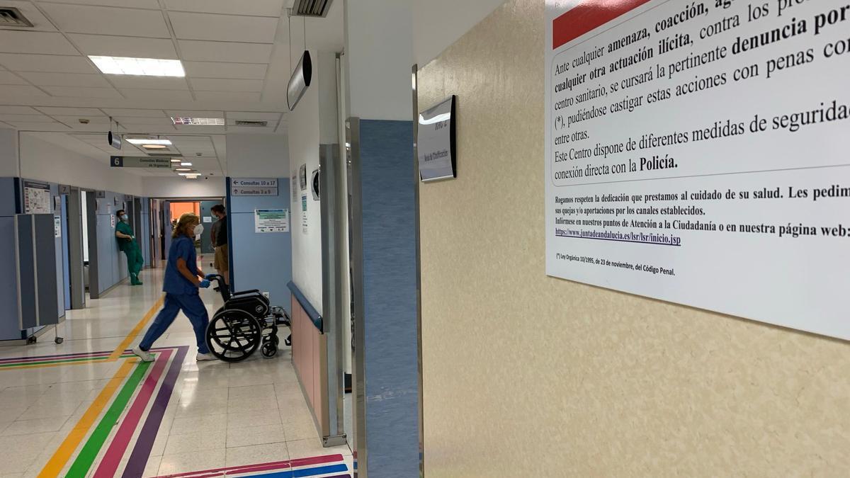 El Hospital Clínico atiende a dos de los heridos.