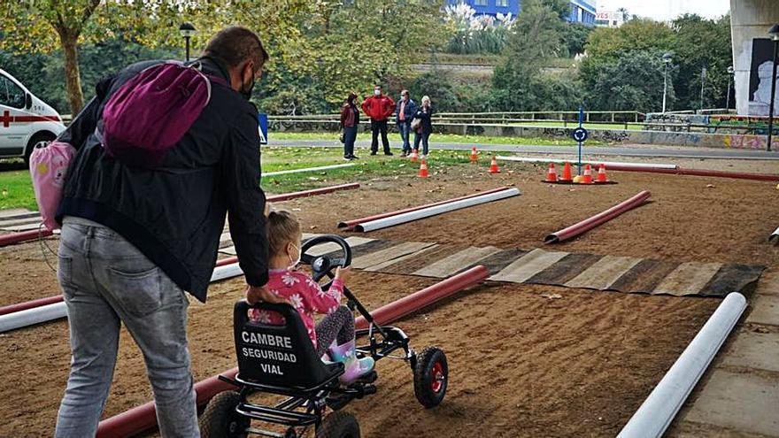 Cambre organiza una jornada sobre seguridad vial para niños