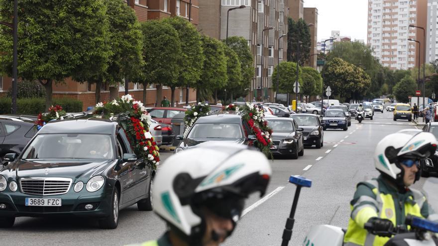 Una pasarela de guardias civiles despide a Eladio Currás, el compañero jubilado fallecido en un incendio en Gijón