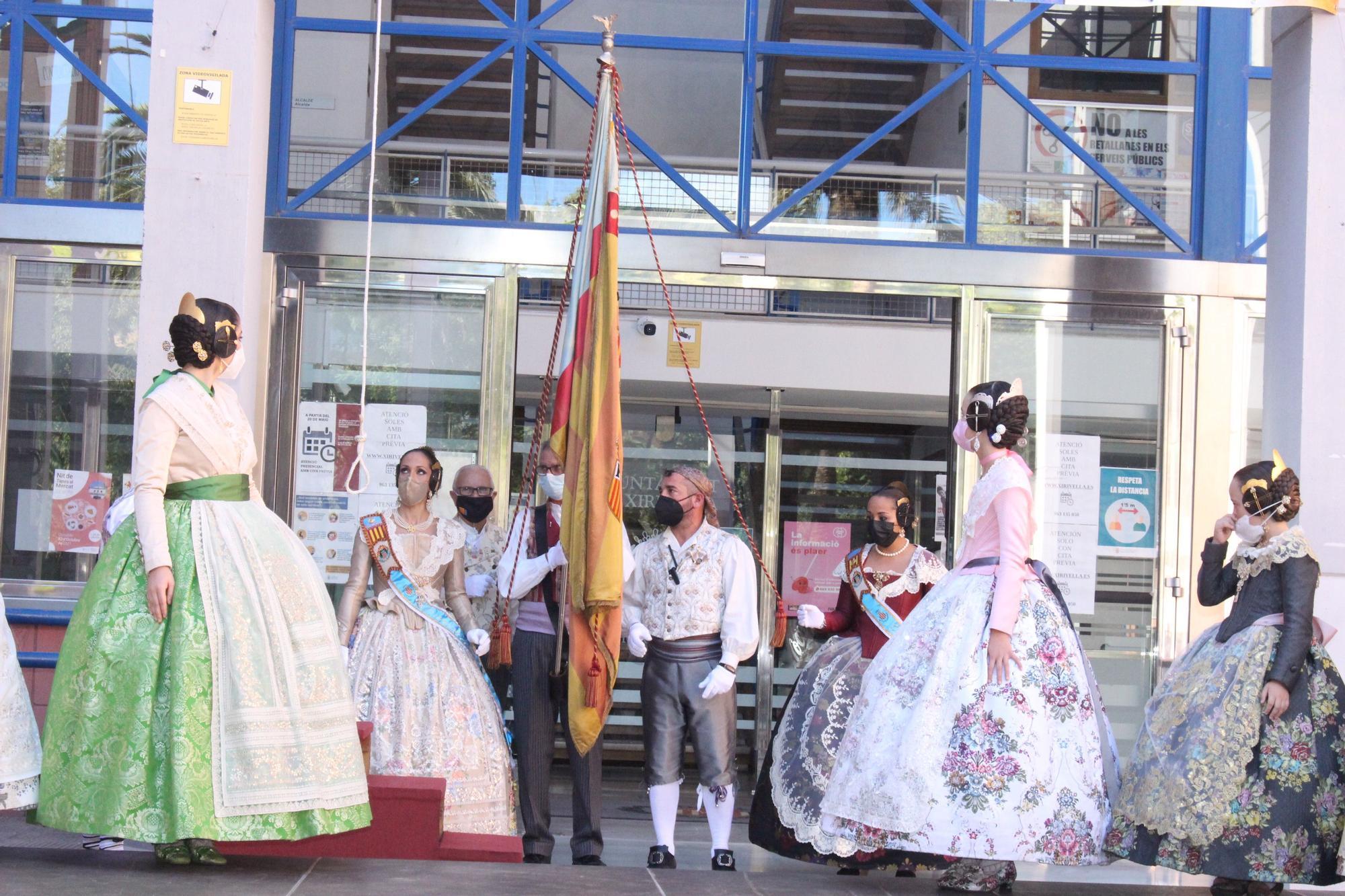 Carmen, Nerea y las cortes acompañan a las fallas de Quart y Xirivella en la procesión de la Senyera