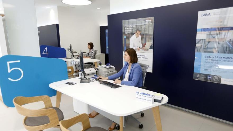 La banca digitaliza a sus clientes