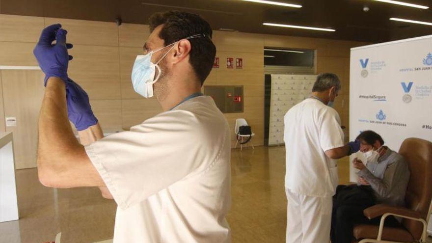 Andalucía espera obtener permiso esta semana para iniciar la vacunación entre 66 y 69 años con Janssen o AstraZeneca