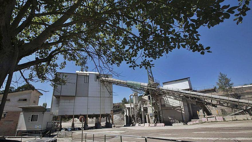 Denuncian a la cantera de Priorio por la extracción de 318.000 toneladas de caliza