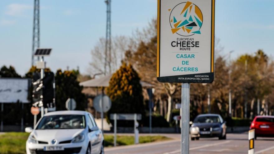 Casar de Cáceres señaliza la sabrosa Ruta Europea del Queso