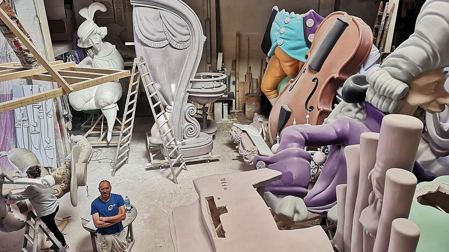 Los artistas temen el colapso y los sobrecostes de sacar las fallas de la Feria