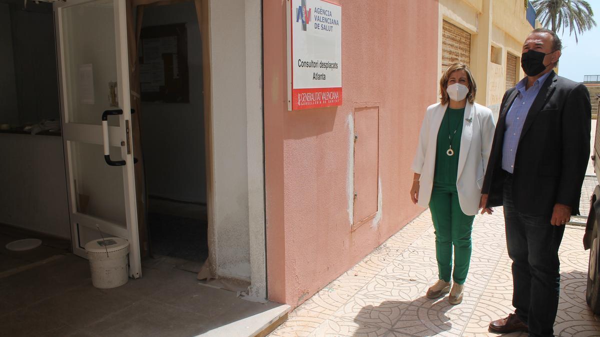 La alcaldesa Susana Marqués y el concejal de Urbanismo, Carlos Díaz, han visitado las obras en el centro sanitario auxiliar.