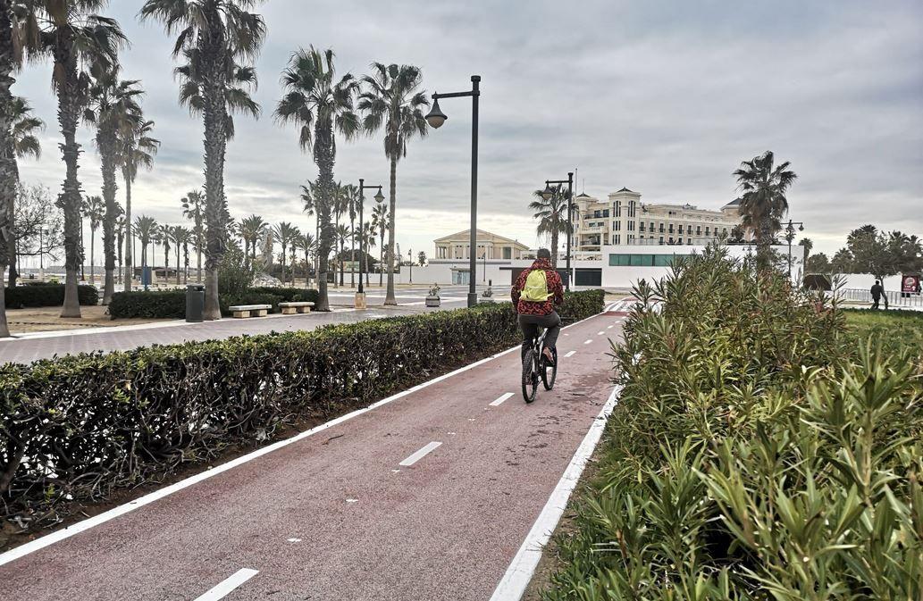 El Paseo Marítimo estrena su reformado carril bici