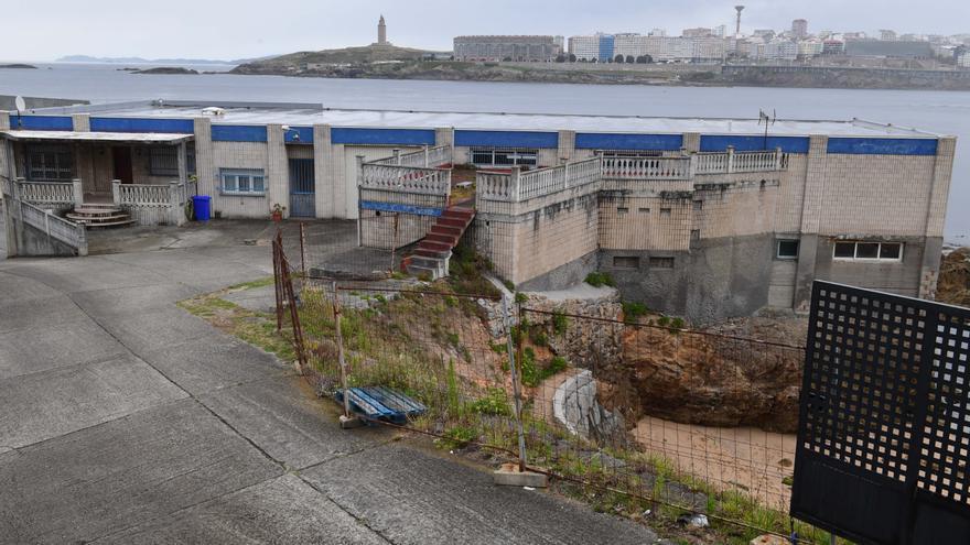 El Concello prevé expropiar en San Roque la cetárea para integrarla en el paseo marítimo