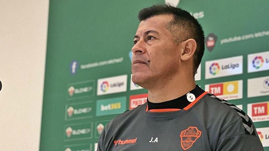 Almirón: «Esta vez debemos sacar algo más allá de lo futbolístico»