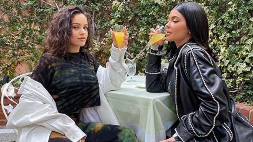 Rosalía y Kylie Jenner disfrutan de un 'brunch'