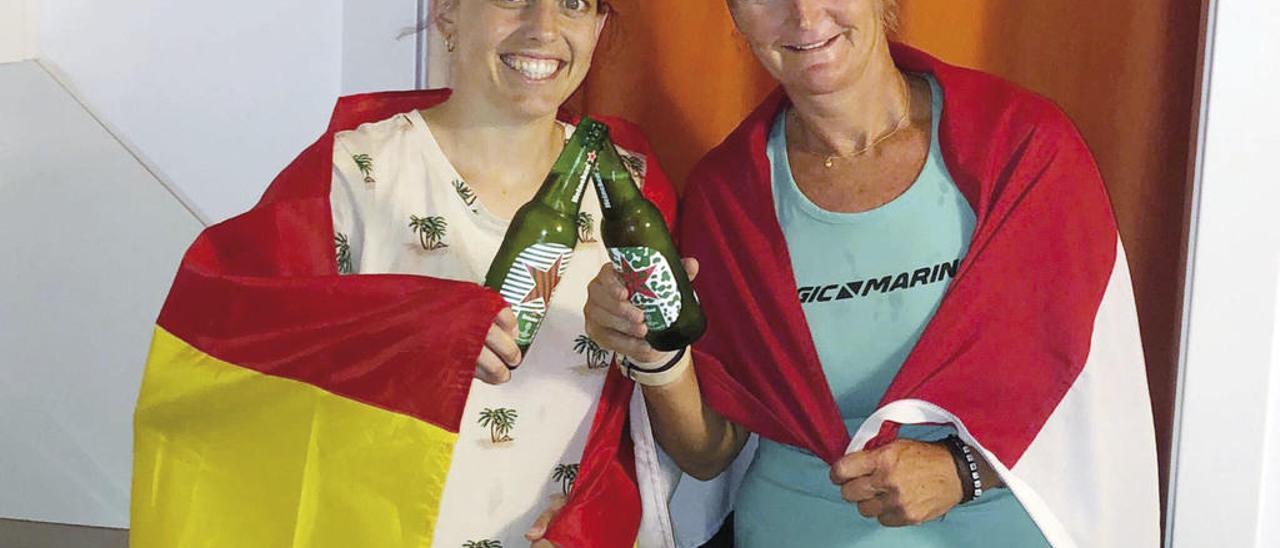 Laura Llópiz (i.), junto su compañera Angela Brandsma. // FdV