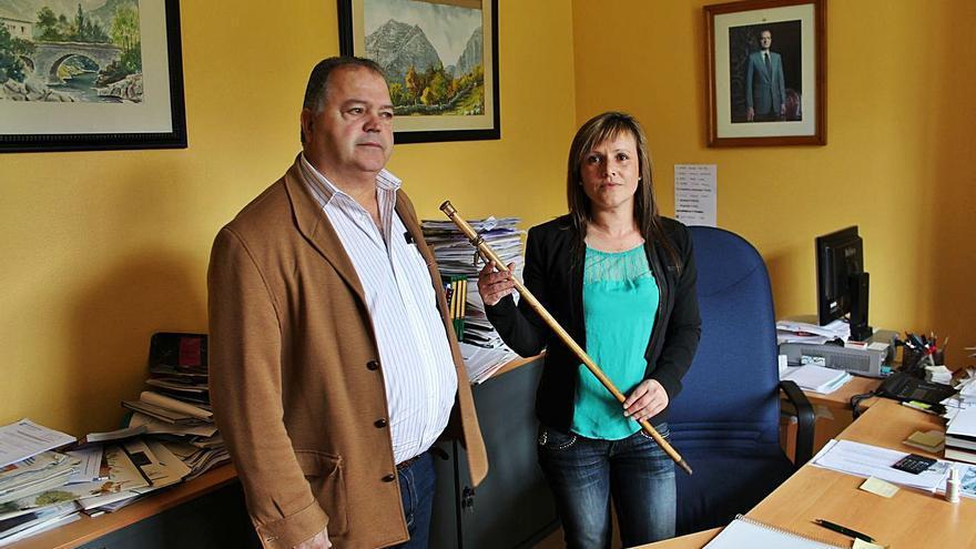 Investigan por malversación a los exalcaldes de Ponga Cándido Vega y Mercedes Traviesa
